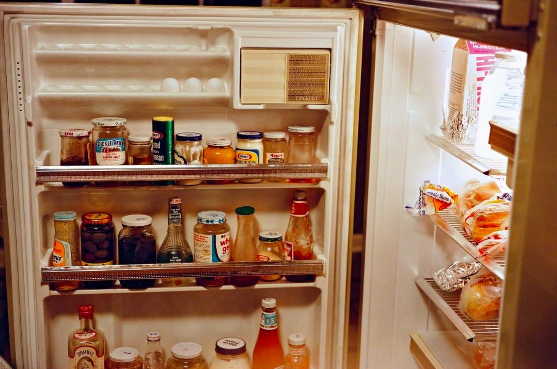 Untitled (Refrigerator door), 1970 © William Eggleston